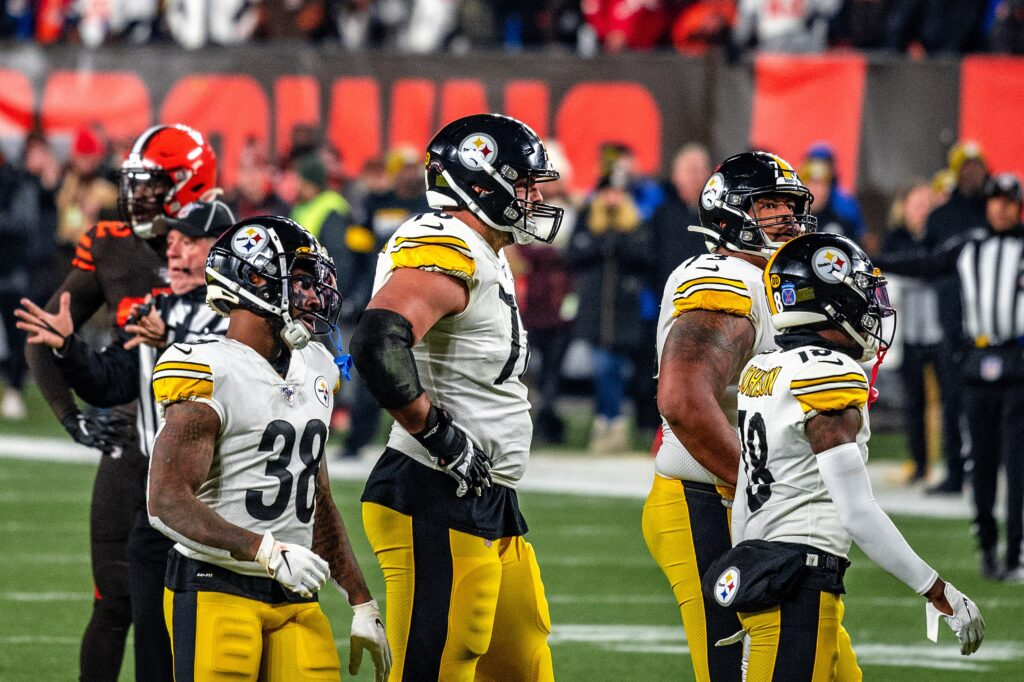 2560px-Steelers_vs_Browns_4